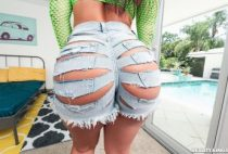 Rose Monroe Thick As Fuck