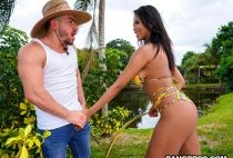 Nia Nacci Seduces The Gardener