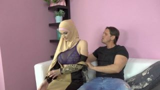 SexWithMuslims – Buxom Muslim Lady Knows How Tu Suck a Dick