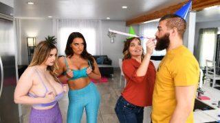 Smashing My Hot Lesbian Roommates